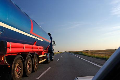 Distribution tanker