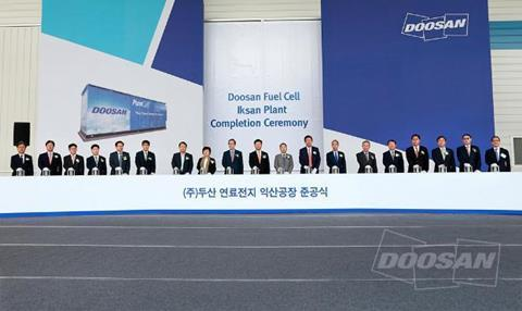 The event was attended by more than 150 people, including Hyunghwan Joo, minister of Trade, Industry and Energy; lawmakers Baesook Cho and Wonwook Lee; Hajin Song, governor of North Jeolla Province; Hun-Yul Jeong, mayor of Iksan; the CEOs of Korea Electric Power Corporation (KEPCO) and other public-sector power companies; representatives of client companies; and Doosan Group Chairman Jeongwon Park and other Doosan Group officials.