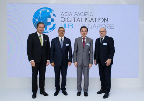 (L-R) His Excellency, Dr. Ulrich Sante, Ambassador of the Federal Republic of Germany, Sanjiv Lamba, Member of Executive Board, The Linde Group and Chief Operating Officer, Asia Pacific, Dr. Beh Swan Gin, Chairman of Singapore Economic Development Board, Prof. Dr. Aldo Belloni, CEO, The Linde Group