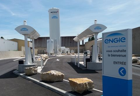 Messer provides the new ENGIE station of La Courneuve, with a liquid nitrogen bunkering solution for HGVs, carriers and semi-tractor trailers equipped with a cryogenic refrigeration unit.